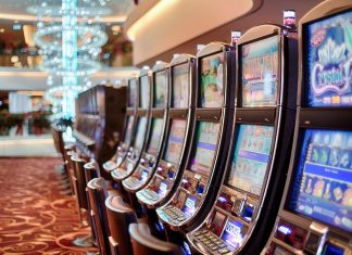 Find Out The Better Gambling-Slot Machine vs Horse Racing